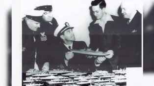1-Tompkins_shows_Naval_officers_his_models