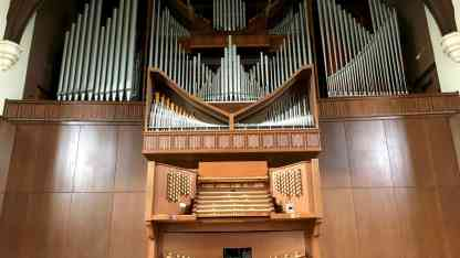 university_auditorium_organ1.1840x1036p50x50